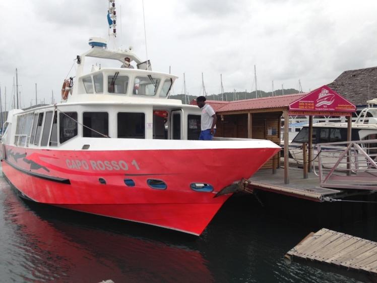 Le « Capo Rosso 1 », de la compagnie TEC, sur son appontement privé au Marin.